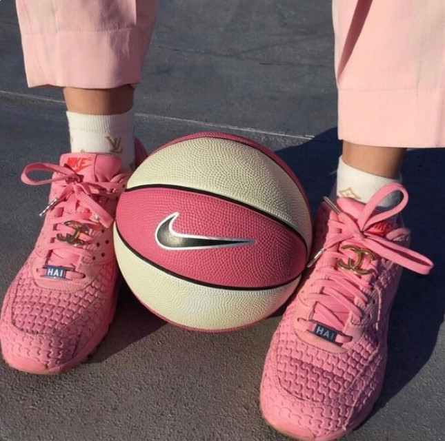 #aesthetic #imback #interesting #pink #basketball #pinkshoes #pinkpants #pinkaesthetic #freetoedit