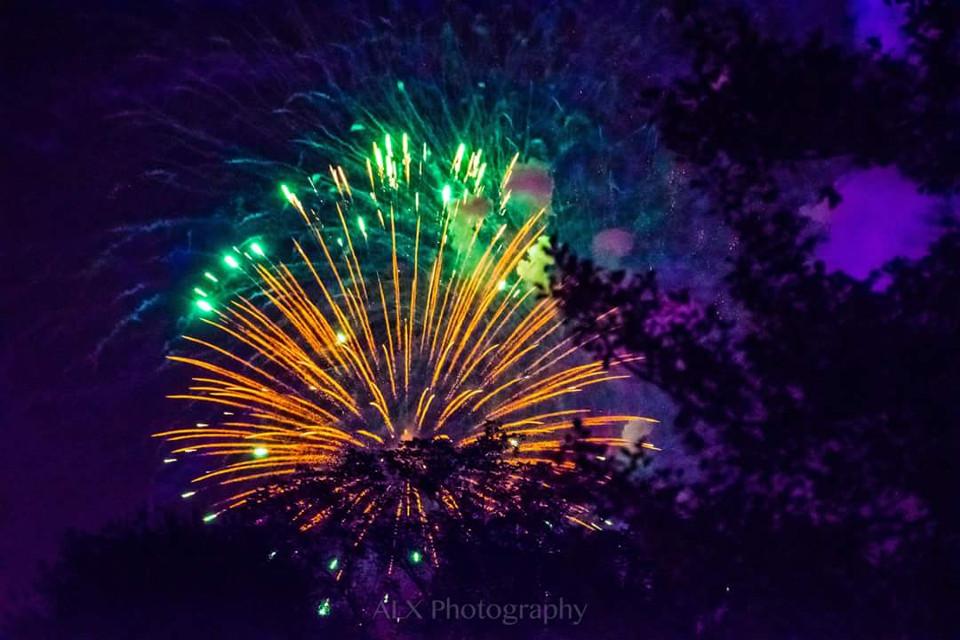 Fireworks 🎆✨ #fireworks #longwoodgardens #celebrate #fireinthesky #paisbeautiful #chestercounty #visitpa #galerwinery #alxphotography #freetoedit