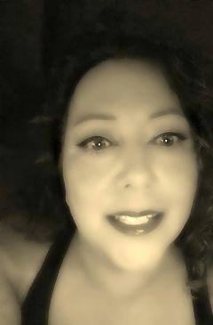 me sepia selfie blureffect eyes