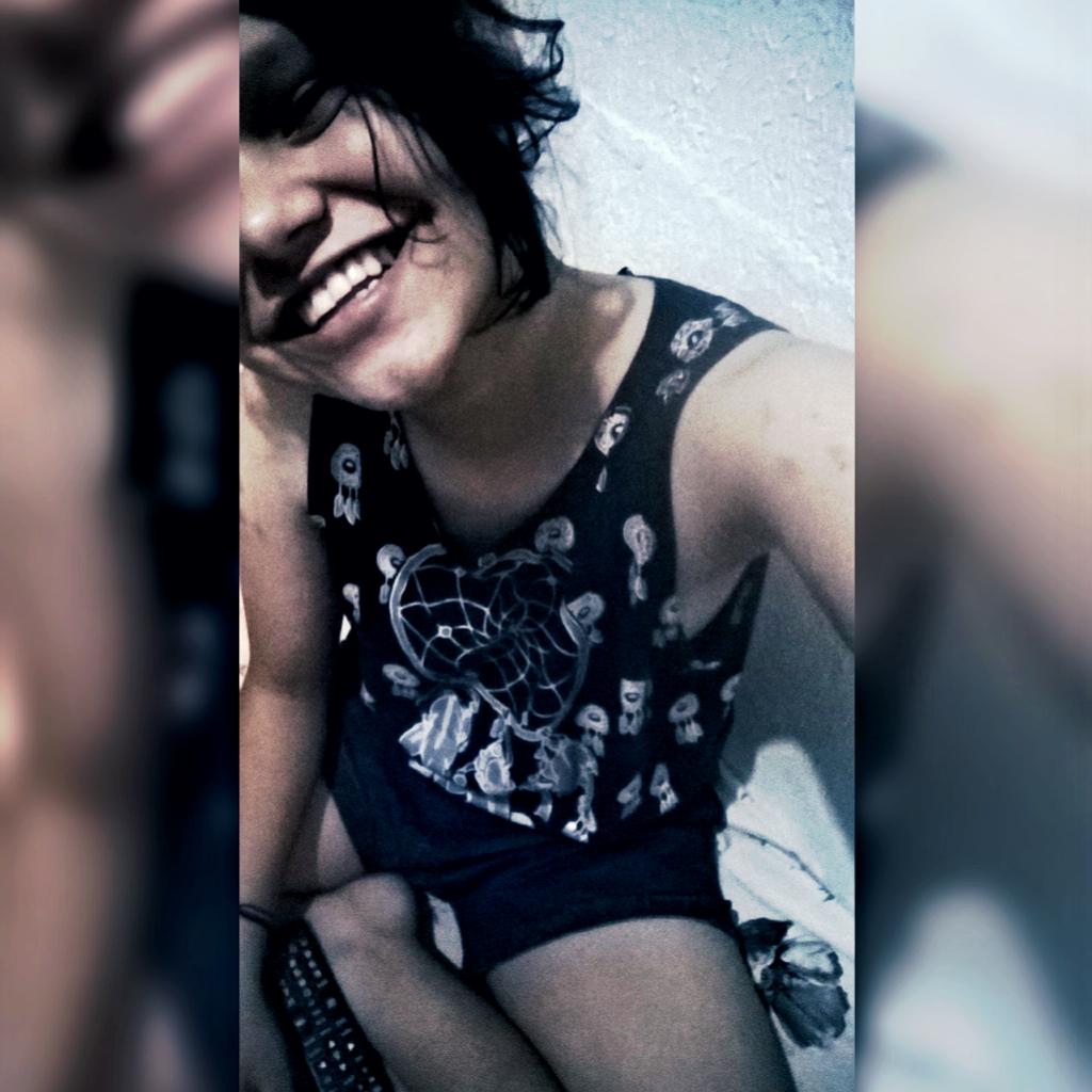 #SorrindoPorémtriste