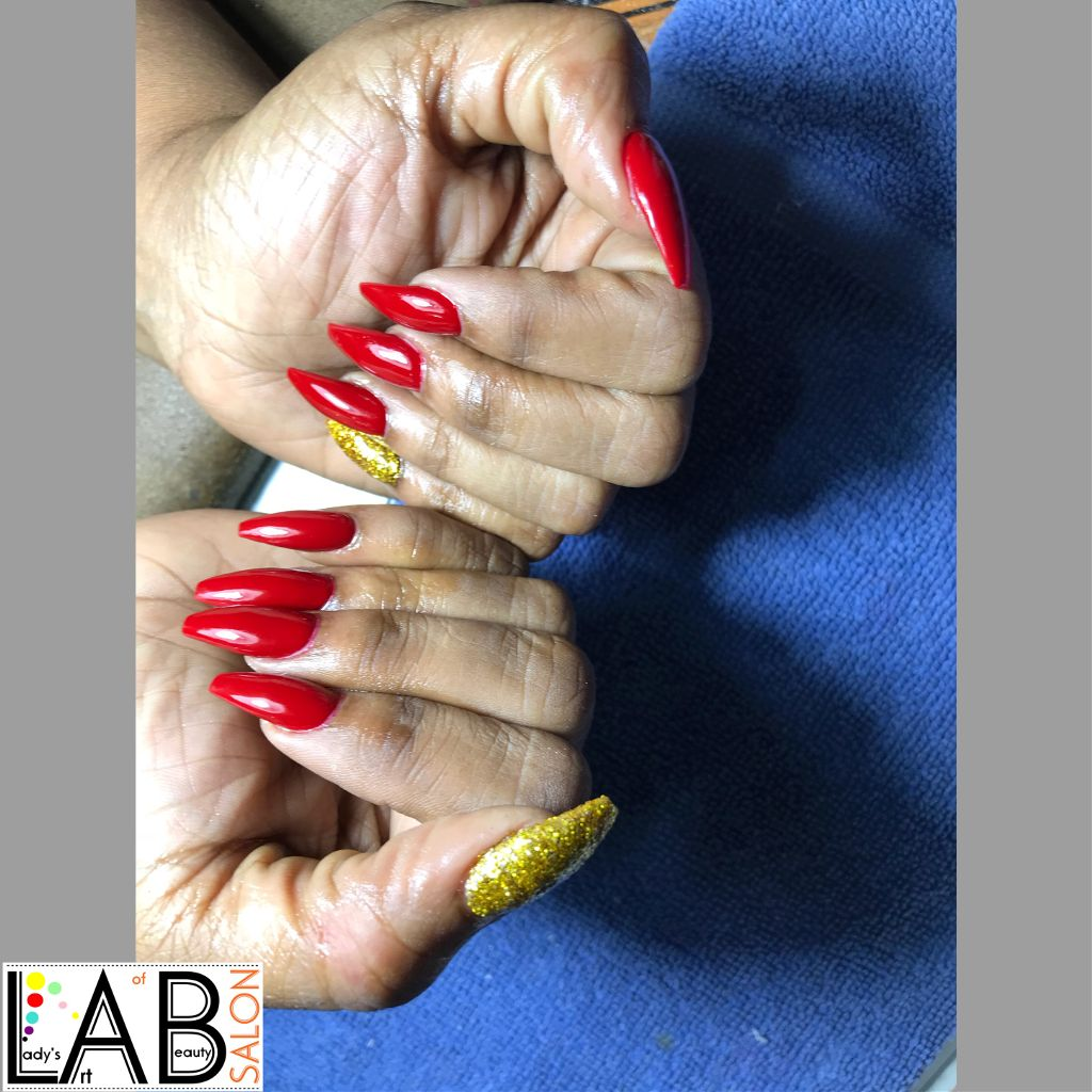 Yasssssss!!! She used a filter?.......no filter what!  Beauties  Exactly she wanted! Clean Application!!!! Nails done by Michelle  She is happy!!!! New year.. #clientlovehernails  #cleancuticles  #cleanapplication  #acryliclaywell  #perfectlylaid  #morecolors  #newcolors  #shortnails #nudesandall #stilettosquares  #blackandgold #glitterbling  #marble LAB SALON  @laob_salon  Call us or what's app now at 821 3316