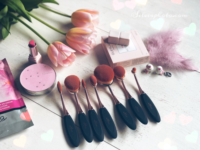 #brushes #makeup #lipstick #friday #weekend #love #tulips #cosmetics #happy #polishgirl