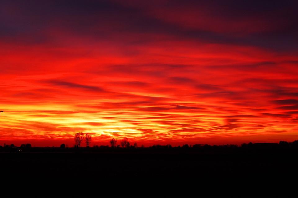 Burning sky 🔥 #pcsunset #sunset #italy #italia #sunlight #red #redsky #burningsky #nature #naturephotography #photography #sky #freetoedit