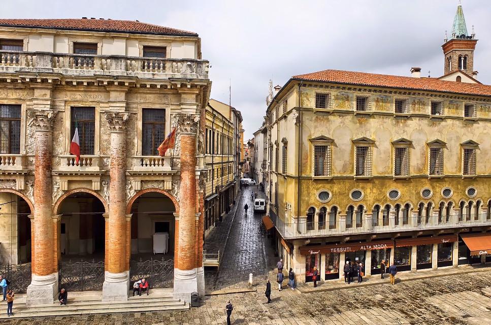 👁 #italy #italia #vicenza #veneto #travel #travelphotography #architecture #architecturephotography #hdr #hdrphotography #colorful #city #urban