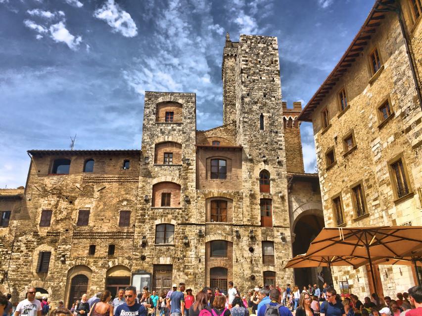 🏰 #italia #italy #toscana #toscanatour #tuscany #sangimignano #city #italiancity #architecture #architecturephotography #architecture_view #hdr #hdrphoto #ig_italia #igersitalia #igerstoscana #thediscoverer #tower #ig_tuscany #valdorcia