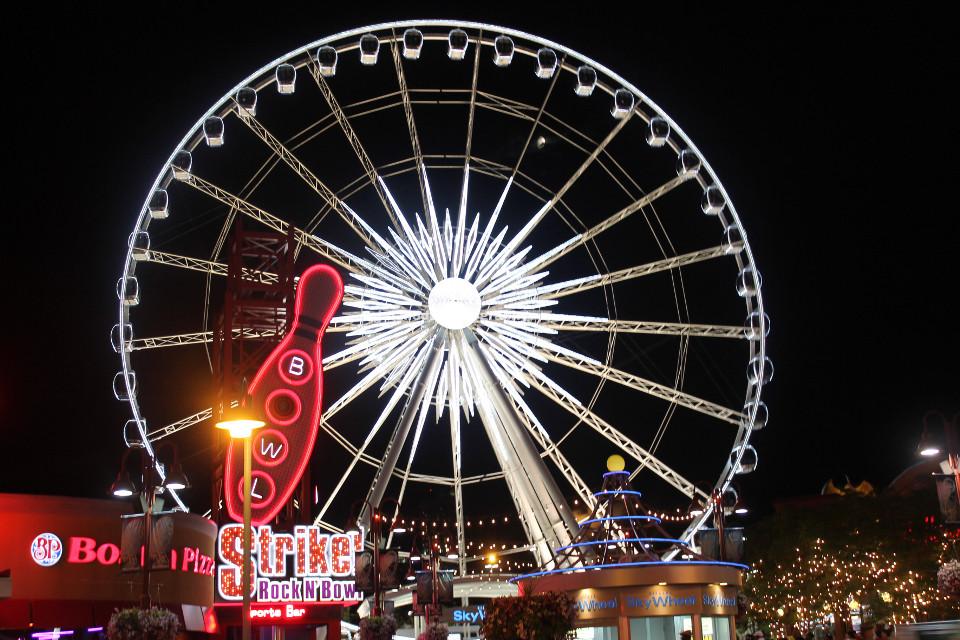 #pcferriswheel #ferriswheel #canada #kingcollection #pcroundobjects #pcamusementpark #pclight