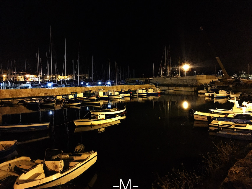 Di notte è più bello.. #sea #inthenight #mare#seaandnight #nightphotography #nightscene #boats #picsart #picoftheday #dramaeffect #pics #picsartlovers