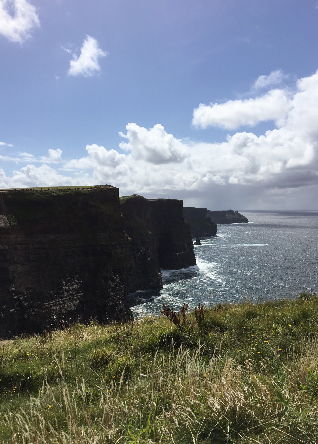 A big dream became true. I visited the cliffs of moher 😍. #myphoto #cliffsofmoher #cliffs #ocean #sky #windy #ireland #freetoedit