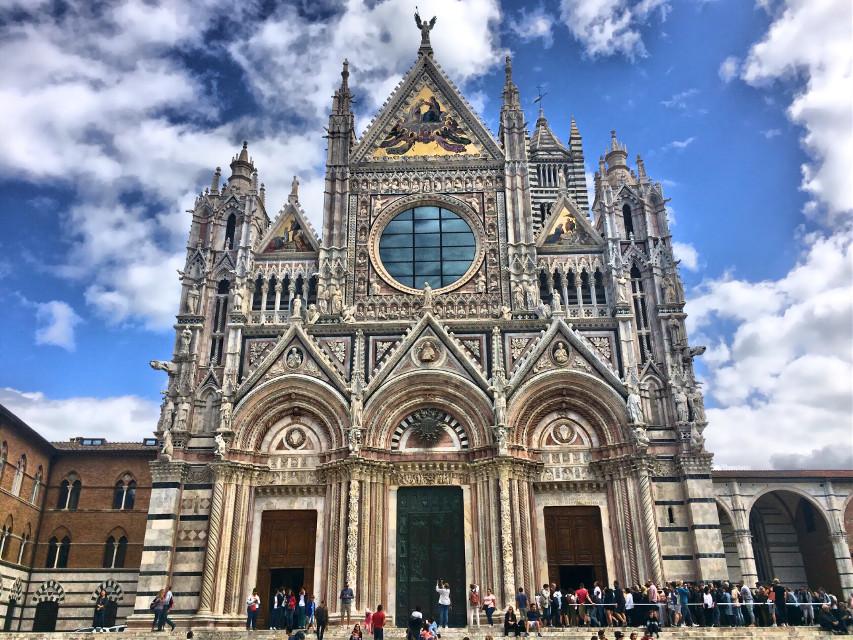☁️☁️☁️ #italia #italy #toscana #toscanatour #tuscany #siena #city #italiancity #architecture #architecturephotography #architecture_view #hdr #hdrphoto #ig_italia #igersitalia #igerstoscana #thediscoverer #ig_tuscany #travel #travelphotography #valdorcia #church #cathedral