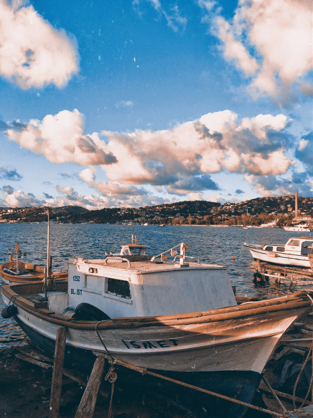 Good evening 🌏 #photography #photographer #picoftheday #travel #picsart #clouds #cloudy #nature #effects #beautifulday #sea #istanbul #turkey #boats #beach #freetoedit