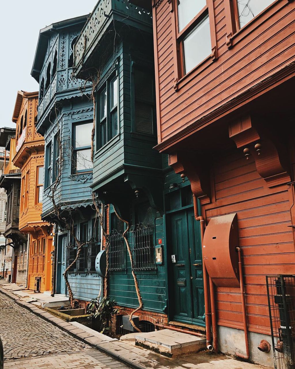 Streets 🧡  #photography #photographer #picoftheday #picsart #istanbul #turkey #travel #colors #myedit #travelphotography #beautifulday #streets #freetoedit