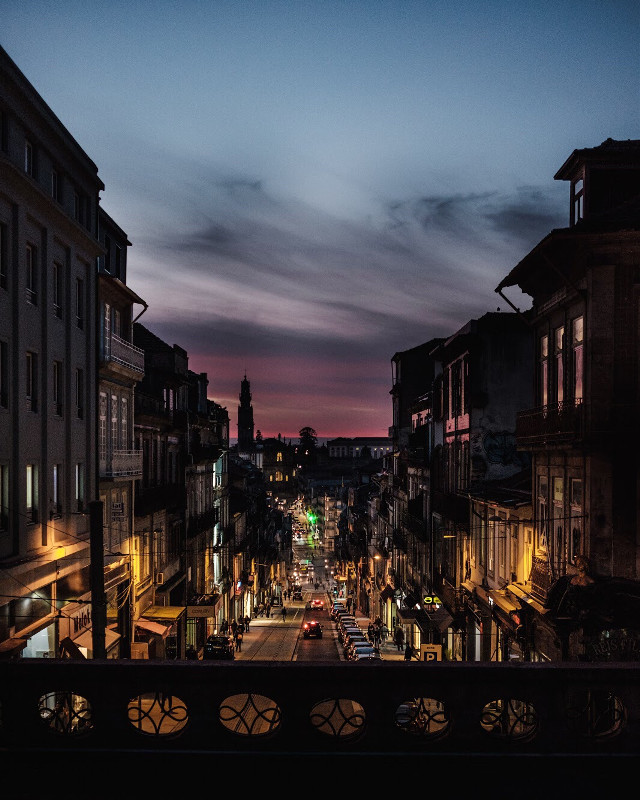 #streetphotography #sunset #travel #travelphotography #nightphotography #citylights #dusk #lifestyle #urbanphotography #sunsetsky #moody #darkandlight #cityscape #streetstyle #traveling #colorfull #picsart #fujifilm #streetlight #citybreak #freetoedit