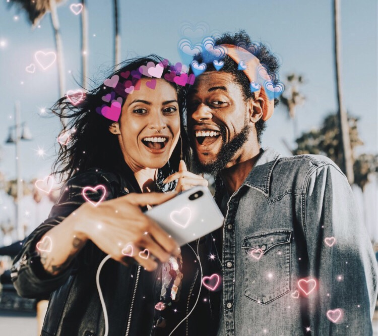 💓Love is in the air 💓 Create your own Valentines Day Selfie with our Heart Brush and Heart Crown stickers 💕Edit by @xmachina #valentine #valentinesday #