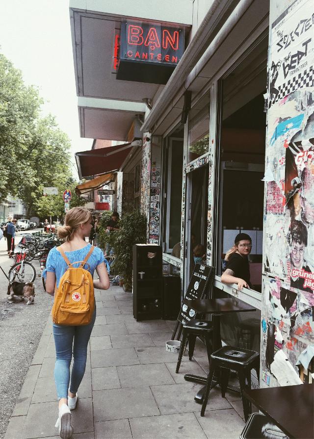 Streets in Hamburg | Auf der Suche nach unseren Fahrrädern #people #summer #kiosk #hamburgers #beautifulplace #hostel