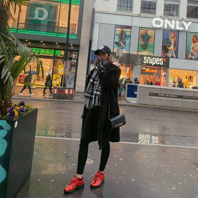 Shoppen 24/7. Kennt ihr das auch?   🧢 by #DKNY  🧥 by #Shein 🧣 by #HM  👖 by #Zara 👟 by #Puma   #freetoedit #ootd #fashionblogger #blogger #outfitideas #outfitgoals #ootd #ootdfashion #fashionlife #fashion&style #influencer #anukihoffmann