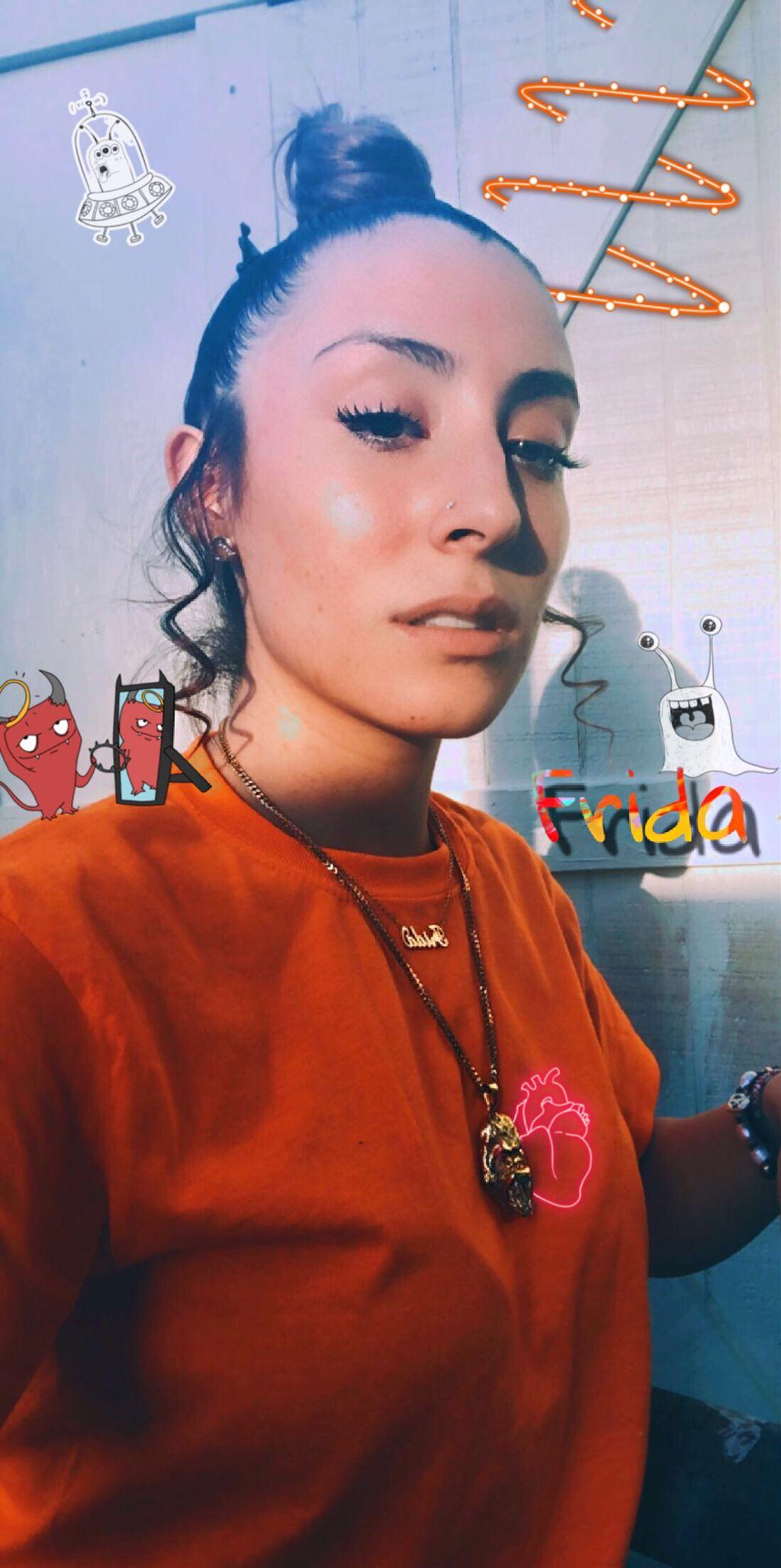 #freetoedit #fridax #fridaxitlalhic #frida #orange #chains #ape #monsters #aliens #devil #prettygirl #finegirl #bun #curls #swirls #mirror #heart #neon #art #photography