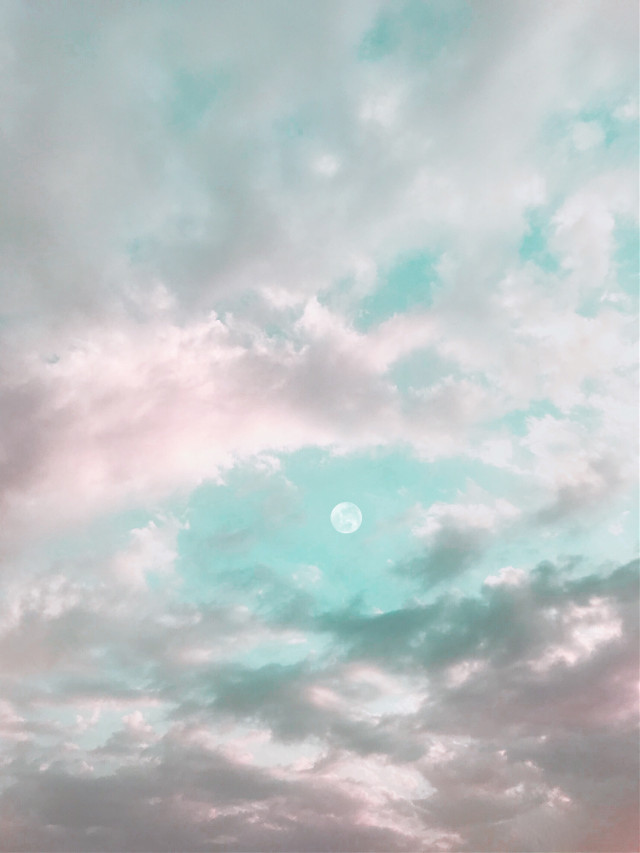 ☁️🌙    . . . #myphotography #sky #clouds #moon #freetoedit