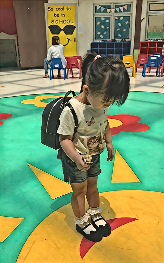 """My granddaughter .😍😍💙💙. """"so cool to be in school """""""
