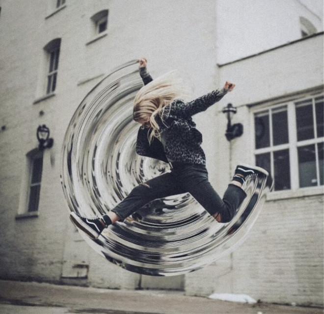 Slay Socials with Circular Stretch edits ➰🔗 bit.ly/CircularStretch Edit by @sourena_sa #swirl #watereffect #circular #cylindermirror #freetoedit