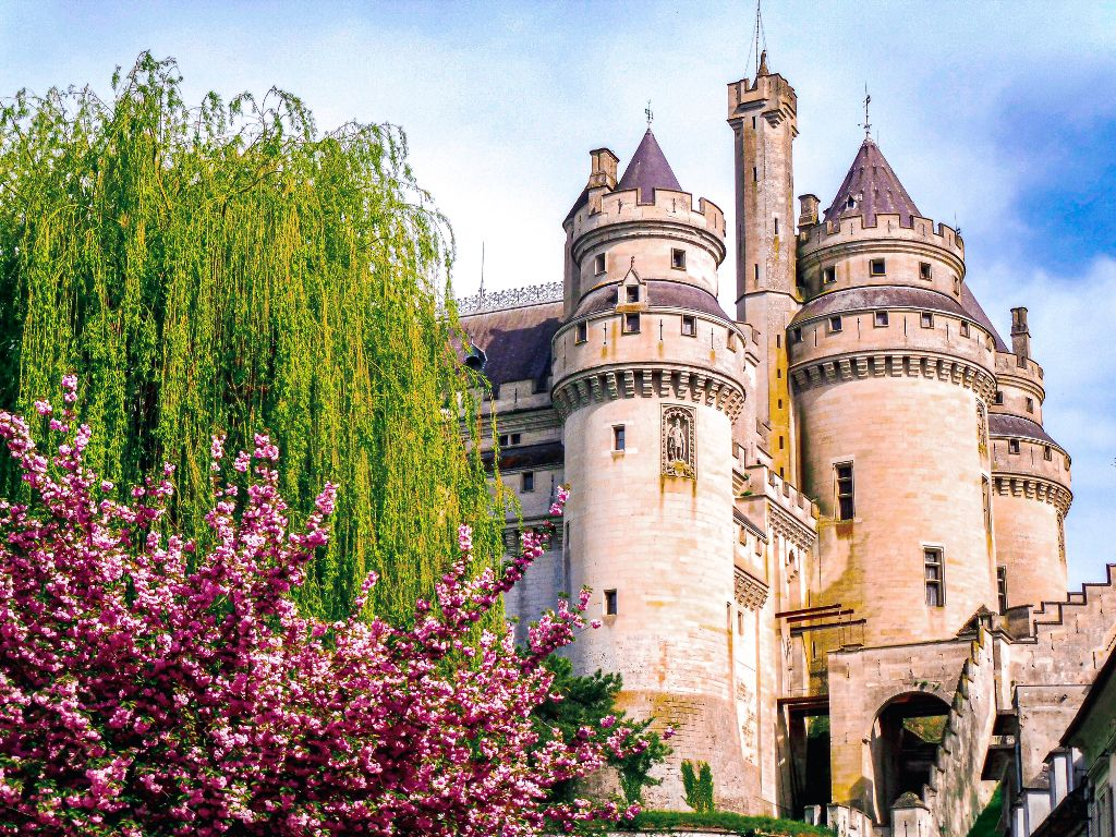 #freetoedit #interesting #france #photography #travel #castle #building #monument #summer #flower #beautiful #amazing #architecture #oldbuilding #spring