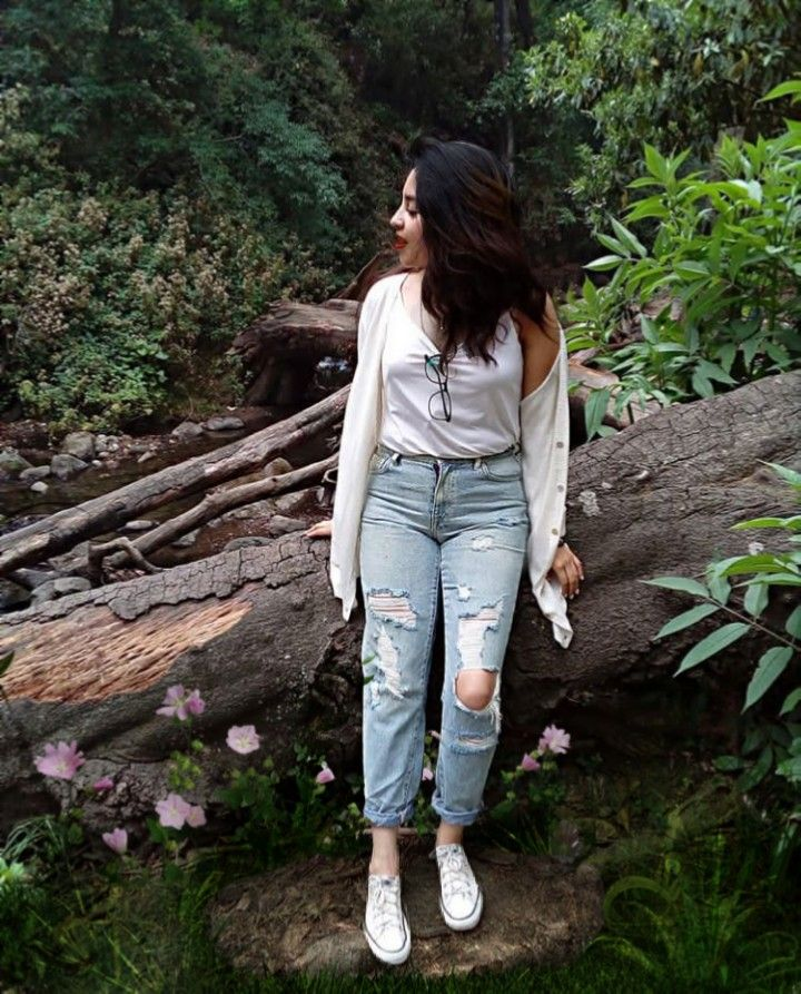 INSTAGRAM: @margo34277 #freetoedit #girl #tumblr #aesthetic #outfit #forest #flowers #flores #pasto #day