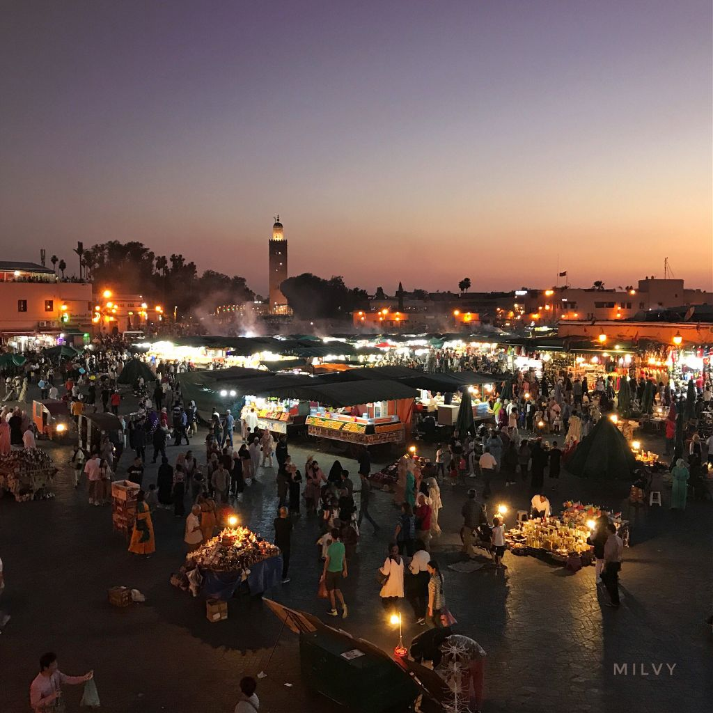 Night Market at Place Jemaa el-Fna in #Marrakech 🇲🇦 #Morocco #shotoniphone #myphoto #Marocco #medina #traveltreasures #ImperialCity #summer #photography #photo #night #sunset #market #foodstalls #sky #nightlights #lights