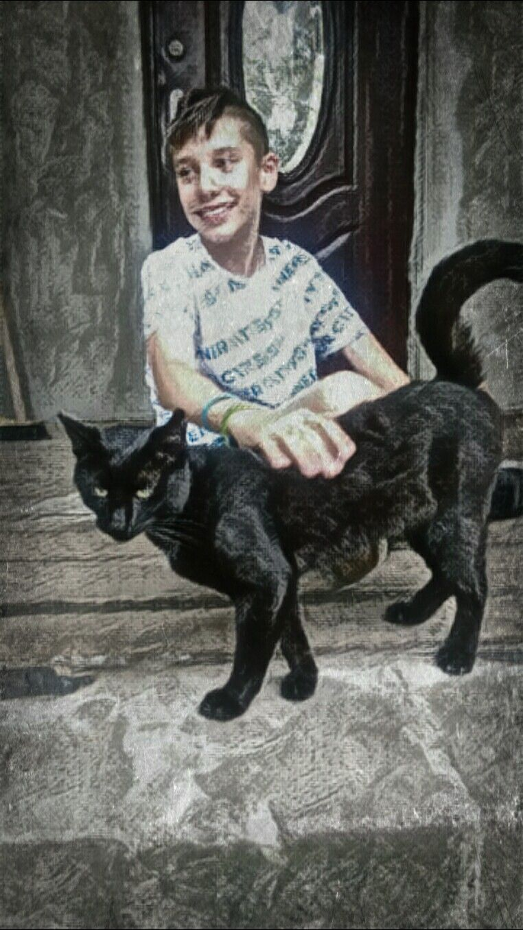 Good MORNING Guys!🤗☕ Wish U all have fantastic Weekend!😎👍🌞🍀🎶🍹 Matt & Shogun  in black&white 😍💕 #artisticportrait #myson #artisticeffect #summer #august2019 #holidayseason #photography #petsandanimals #blackcat