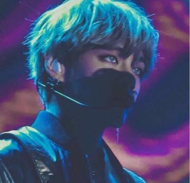 This picture looks so aesthetically pleasing! #taehyung #taehyungaesthetic #aestheticallypleasing #aesthetic #blueaesthetic #btstaehyung #bts #bantanboys #bantan #bantangsonyeondan