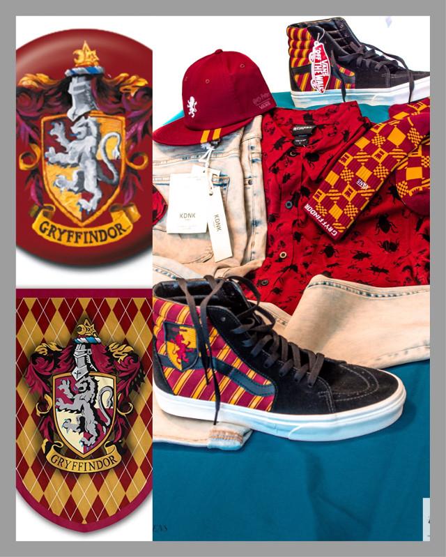 """GRYFFINDOR""🧙🏾♂️ #harrypotter #harrypottercollection #vans #vansshoes #sneakerheads #shoesaddict #socksfetish #sockfetish #styles #kdnkbrand jeans #beetlejuice t-shirt  Be different. #designer #gqstyle #fashion #fashionweek #wordrobestylist #wordrobe  #yourfavoritestylist @vans @hottopic @thesuperiorshop"