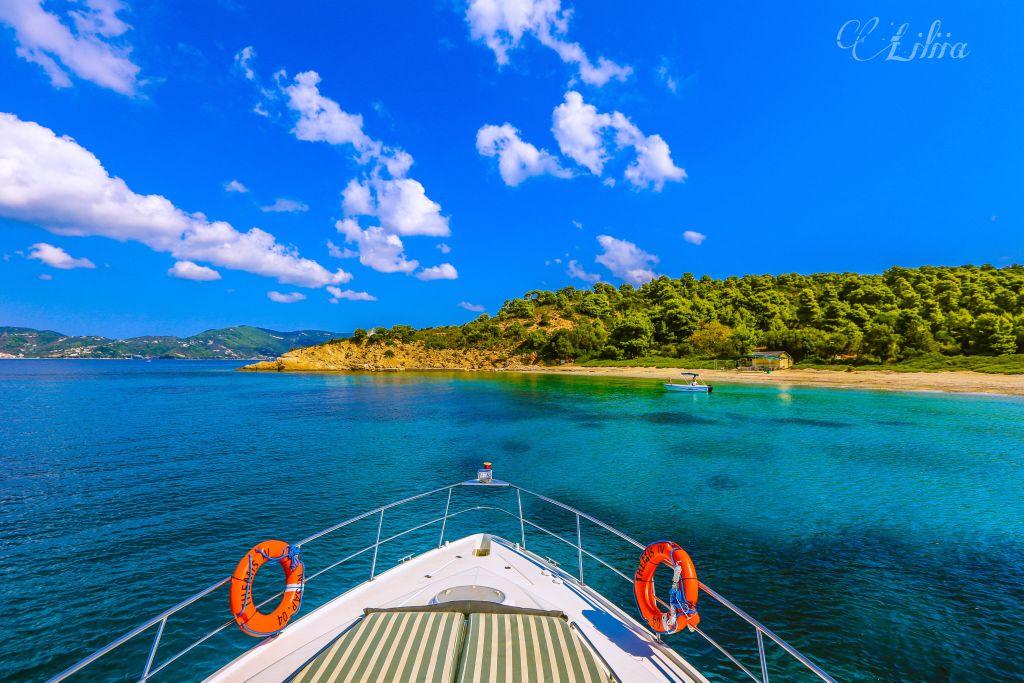#nature #seascape #seaphotography #landscapephotography #naturephotography #landscape #island #yachts #sky #clouds