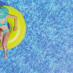 piscina mulher boia bioando agua water freetoedit local