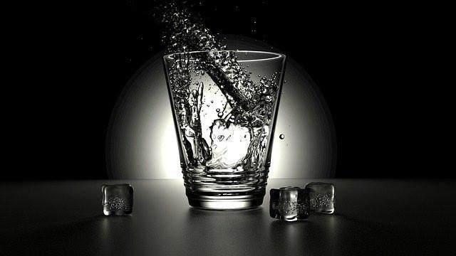#freetoedit #wasser #water #glas #schwarzweiß #blackandwhite #transparent #trinken #getränk #kalt #cold #eis