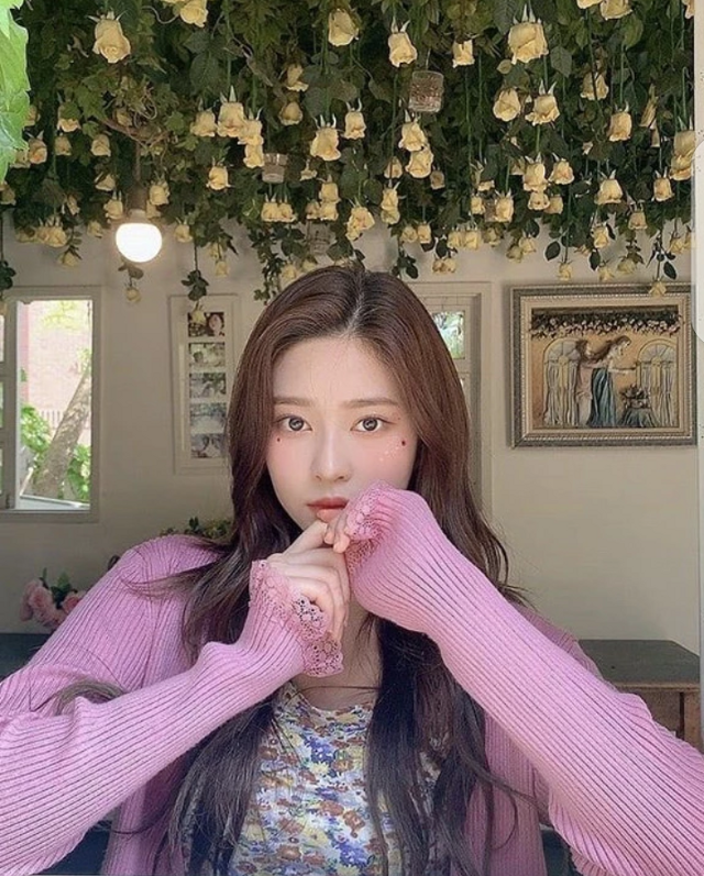 𝖠𝗇𝗒𝖾𝗈𝗎𝗇𝗀𝗁𝖺𝗌𝖾𝗒𝗈𝗎  𝖳𝗁𝖺𝗇𝗄 𝗒𝗈𝗎 𝗌𝗈 𝗆𝗎𝖼𝗁 @official_wonyoung for taking my pictures.Saranghae♥︎♥︎♡︎♡︎  MEMBERS☟︎︎︎ @official_hitomi  @official_sakura  @official_chaeyeon  @official_wonyoung  @official_yena  @official_yurii  @eunbi__official    RED VELVET @_imyour_joyy  @ttodayis_wendy  @rrenebaebae  @hi_sseulgi_  @yeriimiese    TWICE @momo_twicejyp  @sana_twicejyp  @jihyo_twicejyp  @jeongyeon_twicejyp  @nayeon_twicejyp  @mina_twicejyp  @tzuyu_twicejyp  @chaeyoung_twicejyp  @dahyun_twicejyp    BLACKPINK @jenniekim_official  @lalalisa_official  @chaeyoung_official  @kimjisoo_official    BTS @jin_bighit_ent  @rm_bighit_ent  @suga_bighit_ent  @jhope_bighit_ent  @jimin_bighit_ent  @taehyung_bighit_ent  @jungkook_bighit_ent    EVERGLOW @official_aisha  @mia-supportbot  @onda__everglow  @_park_jiwoo  @sihyeon_official    MAMAMOO @_mariahwasa_  @whee_inthemood_  @mo__onbyul   ITZY @ryujin_itzyy  @yuna_itzyy  @chaeryeong_itzyy  @lia_itzyy  @yeji_iitzy    SOLOISTS @chungha__official (CHUNGHA) @_dlwlrma_ (IU) @_somsomi0309 (SOMI)  💕💕💕