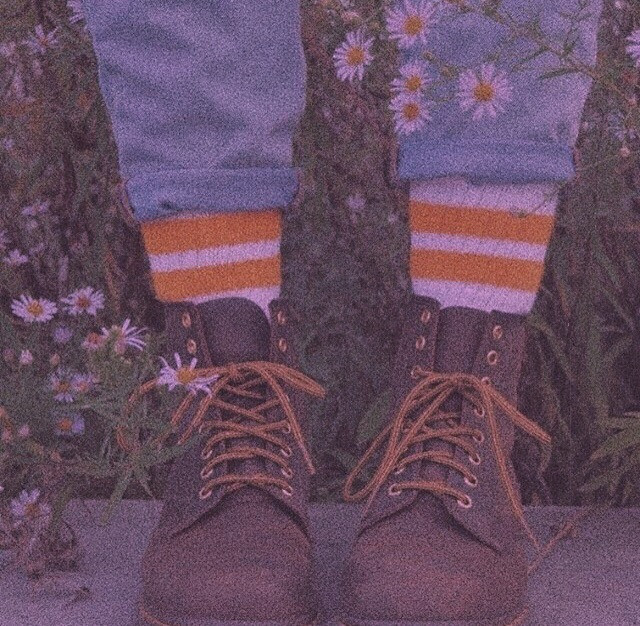Boots 🧺    Plz get my best friend @12oceanbreeze12  to 60 followers       🧸🧺🗝    #wallpapers #shoes #aesthetic #arthoe #artaesthetic #boots #flowers #freetoedit