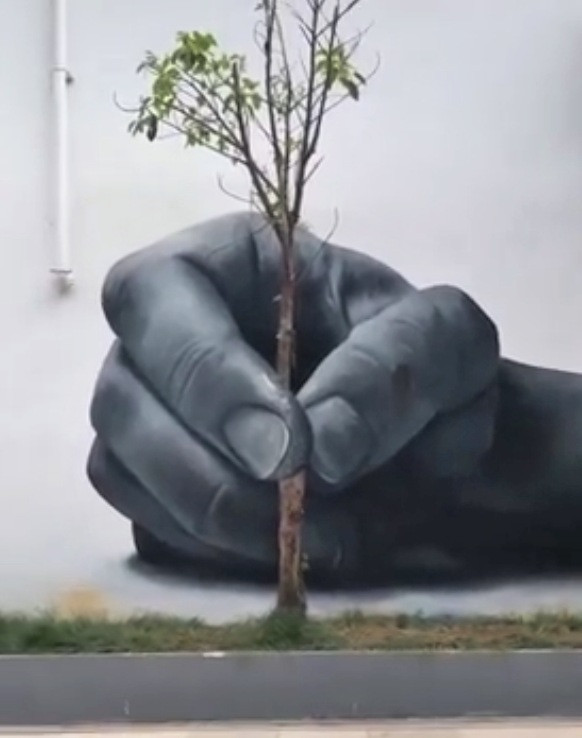 hand painting on the wall #hands and trees @azisam59