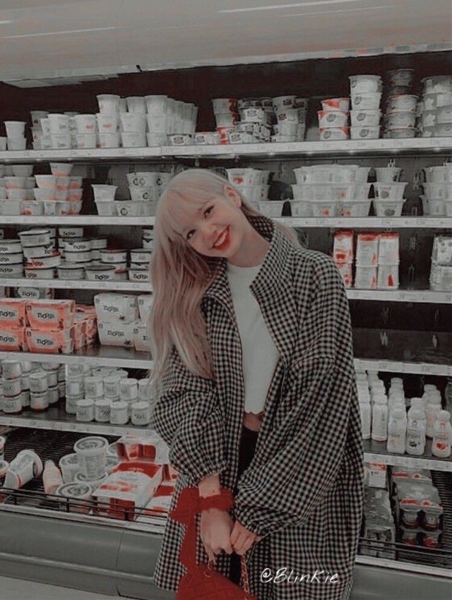 #blackpinkeditlisa BLACKPINK IN YOUR AREA For more photos click here👇  https://apps.apple.com/ae/app/kpop-hd-wallpapers-hot-bands/id1265184476