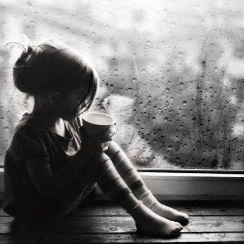 #freetoedit,#little,#girl,#cute,#window,#srcrainonme
