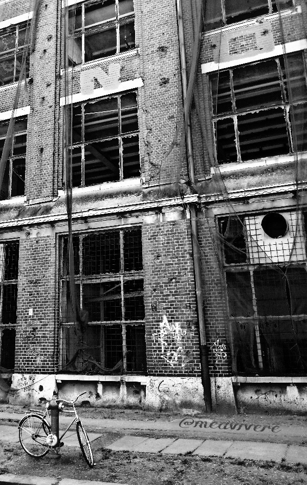 #blackandwhite #urbanphotography #abandoned #architecture #oldbuilding #oldhouse #bicycle #streetphotography #germany #city #urban