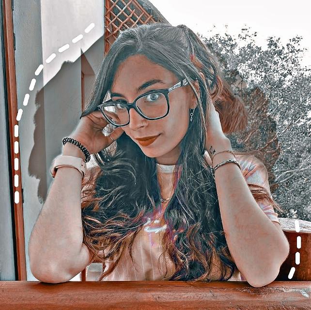 Holii, tanto tiempo🛐 bueno en ahora voy a subir la misma foto pero con distinto filtro, diganme cual les gusta más de las dos #lyna #lynitaa #lynavallejos #lynaticaforever #marron #easthetic