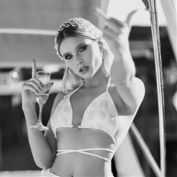 valentinazenere valuzenerelaqueen valuzenereicon queen argentina themewhite ilh_aamm5